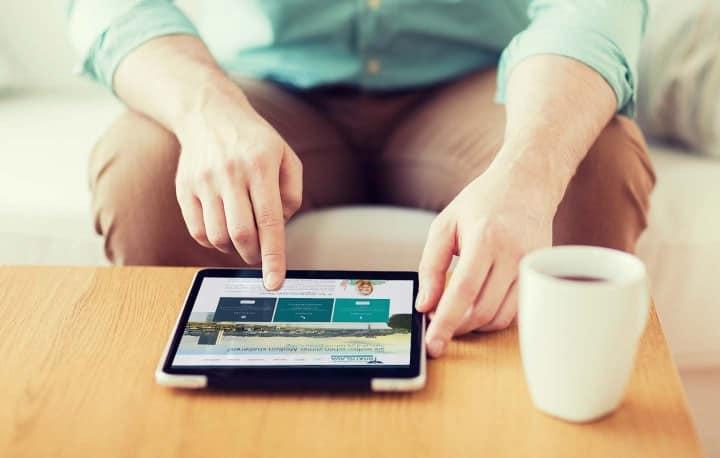 Mit Ihrem eigenen E-Learning Zugang können Sie sich unterwegs und jederzeit auf die Aufnahmeprüfung vorbereiten.